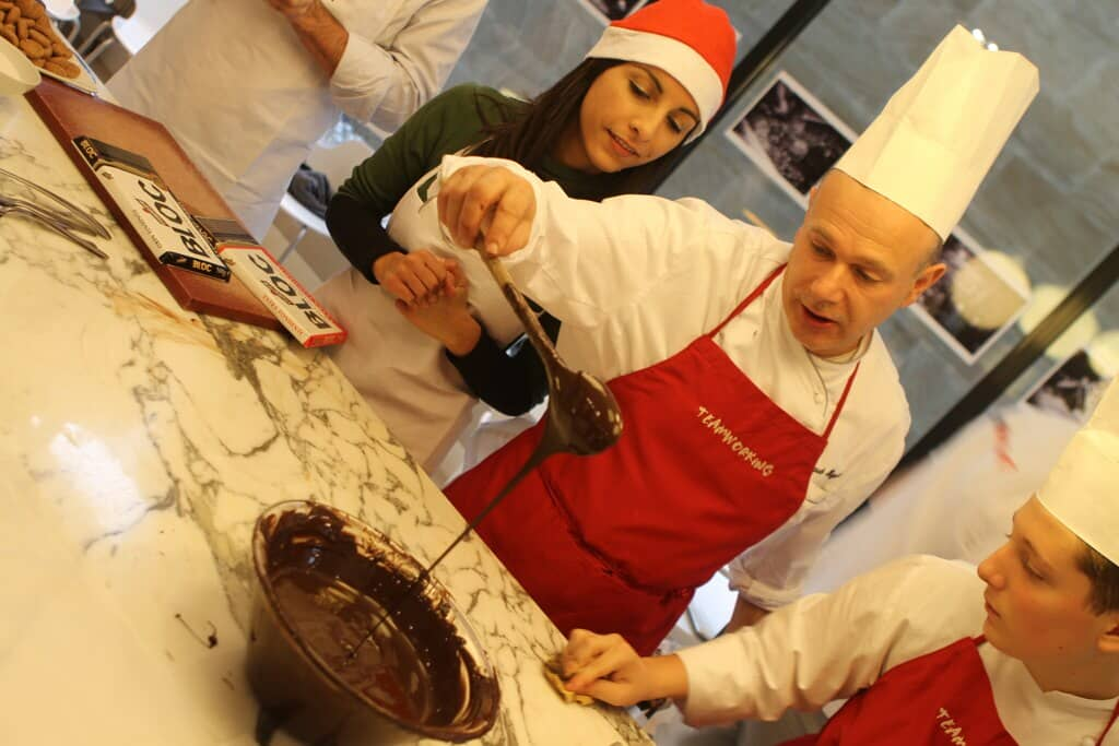 Choco Making team building a Natale