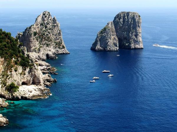 Capri e l'Isola delle Sirene. Faraglioni